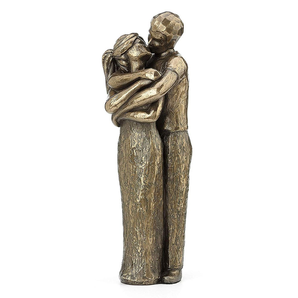Kissing Lovers Sculpture 2