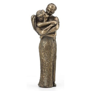 Kissing Lovers Sculpture